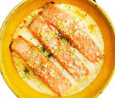 Det här är fiskrätten du ska laga när tiden och inspirationen tryter! Len lax med ett täcke av ingefära och vitlök. På med grädde och skjuts in i ugnen. Avrunda med en skvätt lime och servera med ris, potatis eller bara en fräsch grönsallad. Middagen är klar! Salmon Recipes, Fish Recipes, Healthy Recipes, Swedish Recipes, Foods With Gluten, Everyday Food, Fish And Seafood, Food Inspiration, Love Food