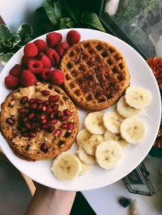 Waffles with almond butter, pomegranate, raspberries, sliced bananas. Perfect weekend breakfast brunch inspo. Brunch party ideas. Dessert Drinks, Dessert Recipes, Breakfast Platter, Good Food, Yummy Food, Food Goals, Cafe Food, Sweet Breakfast, Aesthetic Food