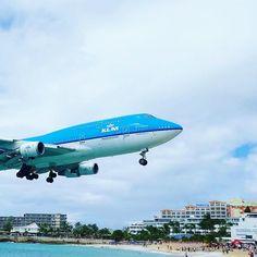 The biggest plane to land at Sint Maarten @klm's 747 Jumbo. Possibly the most impressive sight there is in the world of aviation and we saw it yesterday.  #klm #sintmaarten #karibia #loma #caribbean #häämatka #honeymoon #travel #matka #reissu #nordicnomads #aviation #airplane #lentokone #mahobeach (via Instagram)