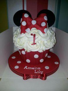 Mini mouse giant cupcakes