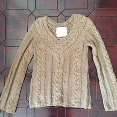 Cozy knit sweater In great condition. Soft thick material. Sweaters