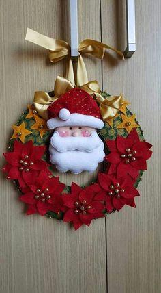 Karácsonyi ajtódísz inspirációk - egyik szebb, mint a másik! Diy Felt Christmas Tree, Felt Christmas Decorations, Xmas Wreaths, Christmas Mom, Christmas Makes, Christmas Projects, Christmas Ornaments, Felt Crafts, Holiday Crafts