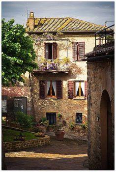 Montepulciano, Tuscany, Italy (via La Toscana)