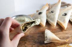Baked Samosas filled with spinach & potatoes |ElephantasticVegan.com
