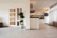 Keramische vloertegels in de gehele benedenverdieping | Tegelfloor Breda