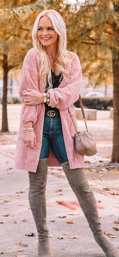 pink knit cardigan Black Long Sleeve Shirt, Long Sleeve Shirts, Perfect Fall Outfit, Autumn Outfits, Knit Cardigan, Blue Jeans, Zip Ups, Black Leather, Chic