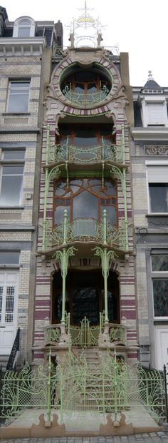 Maison Saint-Cyr in Brussels by architect Gustave Strauven (1878 - 1919).