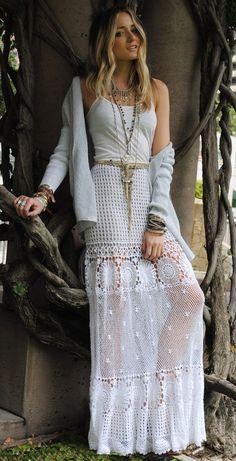 Boho Style for Older Women | Leidsin pika valge heegeldatud seeliku siit blogist .