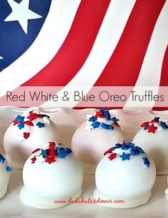 These Red White and Blue Oreo Truffles are a quick, no bake, easy dessert, for the summer cookout season. Perfect for July Patriotic Desserts, Blue Desserts, 4th Of July Desserts, Fourth Of July Food, Patriotic Party, 4th Of July Party, Party Desserts, Oreo Desserts, Parties Food