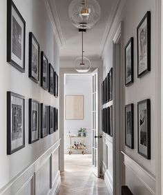 Take a look around an Edwardian flat. Interior designer Katie McCrum reworked the layer of this once-stuffy apartment and gave it a chic new look. London Apartment Interior, Luxury Apartments London, Modern Classic Interior, Oak Parquet Flooring, Hallway Designs, Hallway Ideas, Corridor Ideas, Long Room, Edwardian House