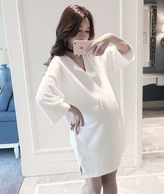 46 Top Outfit Ideas For Pregnant Women That Looks Cozy Pregnant With A Girl, Dresses For Pregnant Women, Pregnant Couple, Clothes For Women, Maternity Wear, Maternity Dresses, Maternity Fashion, Pregnancy Wardrobe, Pregnancy Outfits