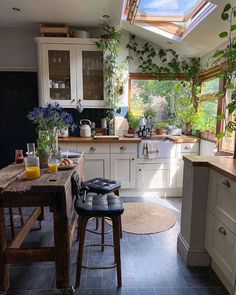 """Tiny House  🏚  Cozy Cabin στο Instagram: """"Yes or no? 🤩 Follow us @tiny.cabin for more 🏚🤙🏽 . . . 📸 Photo by @kerrylockwood ⠀ #tinyhouse #tinyhome #tinyhousemovement…"""" Kitchen Interior, Kitchen Decor, Room Interior, Dream Home Design, Sweet Home Design, Küchen Design, Rustic Design, Dream Rooms, Cozy House"""