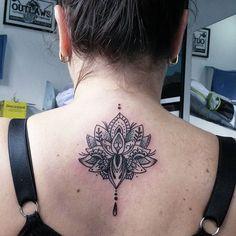Trabalho!. Flor de lotus com pontilhismo. . #tattoocaldara #tattoo #inspirationtattoo #tatuagem ...