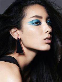 Pat McGrath Gives 4 Classic Beauty Looks the Pat McGrath Upgrade – Beauty 70s Makeup, High Fashion Makeup, Runway Makeup, Skin Makeup, Makeup Art, Beauty Makeup, Fairy Makeup, Mermaid Makeup, Crazy Makeup
