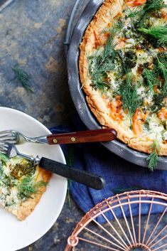 Cold smoked salmon tart // www. Finnish Cuisine, Finland Food, Pizza Nachos, Savory Tart, Smoked Salmon, Vegetable Pizza, Quiche, Food And Drink, Sandwiches