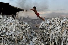 """Jeremy Rifkin est de retour avec """"La Nouvelle Société du coût marginal zéro"""". Dans ce livre, l'essayiste américain prédit un changement de paradigme de notre époque. Le passage de la verticalité de l'ère charbon-pétrole à l'horizontalité de l'ère internet qui pourrait nous mener vers un monde plus écologique, plus durable et plus démocratique."""