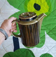 Arabia Finland Kosmos Coffee Pot pattern design by Gunvor Olin-Grӧnqvistin Kitchenware, Tableware, Finland, Tea Pots, Pattern Design, Ceramics, Coffee, Ceramica, Kaffee