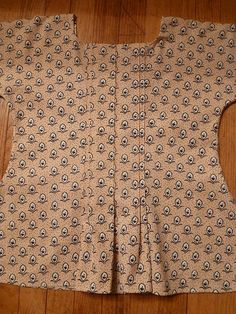 reproduction printed short gown, 1780-1790