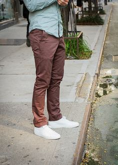need white sneakers color combos, white shoes men, colored jeans