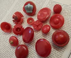 VINTAGE BUTTONS 15 RED Unusual Shapes Various Sizes Flowers Crown Shank Sew Through by TrulyMadlyVintage on Etsy