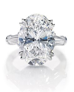 Harry Winston Oval Engagement Ring: This modern cut, created in the boasts an elliptical shape that appears larger than a round stone of the same carat weight. How can you go wrong with Harry Winston! Harry Winston Engagement Rings, Oval Engagement, Platinum Engagement Rings, Platinum Ring, Bling Bling, Wedding Jewelry, Wedding Rings, Bridal Rings, Wedding Accessories