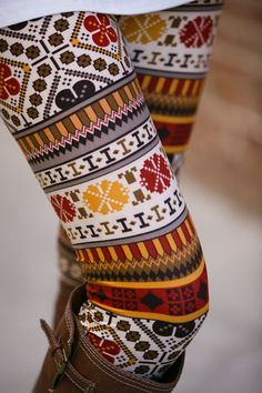 Stylish women's leggings at White Plum, from floral leggings and tribal print leggings for spring and summer, to fleece lined leggings for winter. Fashion 101, I Love Fashion, Passion For Fashion, Real Style, Style Me, Winter Wear, Autumn Winter Fashion, Floral Leggings, Patterned Leggings