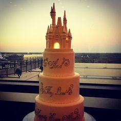 """This Orlando DJ is inspired by tonight's cake. It truly is a """"Castle in the Clouds"""" for Kristin & Ryan's wedding reception this evening!  #orlandoweddings #orlandoweddingdjs #djsinorlando #orlandodjs #orlandodjservice #orlandodjchuck #djchuckjohnson"""