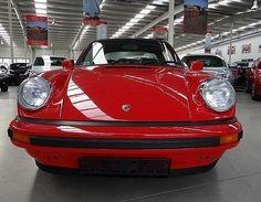 Wer davon träumt mit einem Porsche 911 Targa Cabrio (BJ 1982) zur Hochzeit zu fahren, der wird bei der Vermietung Schratzenthaller (oldtimer-verleih.at) aus Wien fündig.