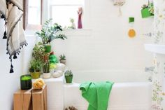 17 Simple Ways to Beautify a Small Bathroom Without Remodeling: Buh Bye Boring Bathroom