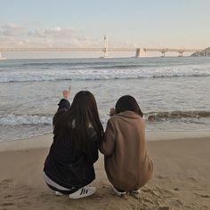 Ulzzang Korean Girl, Ulzzang Couple, Best Friend Pictures, Friend Photos, Mahal Kita, Korean Best Friends, Best Friends Aesthetic, Girl Couple, Korean Couple