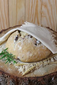 Olive and herb no-knead bread