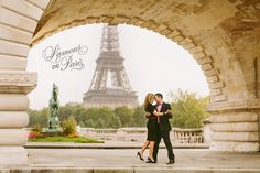 Eiffel Tower portrait photo session in Paris