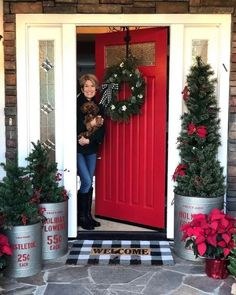 22 Charming Outdoor Christmas Tree Decorations You Must Try this Year - The Trending House Front Door Christmas Decorations, Christmas Front Doors, Christmas Yard, Christmas Lights, Christmas Holidays, Holiday Decor, Happy Holidays, Christmas Porch Ideas, Christmas Projects