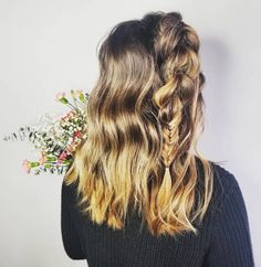 27 Easy DIY Date Night Hairstyles The man of your dreams finally asked you on a date, and now you're not only freaking out about your outfit, but your hair as. Night Hairstyles, Braided Hairstyles, Date Dress Up, Date Night Hair, Different Hair Types, Dating Tips For Women, Hot Brunette, Games For Girls, Your Hair