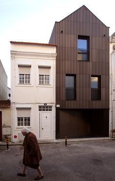 Image 1 of 15 from gallery of House in Salineiras / RVdM Arquitectos. Photograph by RVdM Building Skin, Metal Facade, Narrow House, Metal Structure, Facade Architecture, Exterior Design, Floor Plans, House Design, House Styles