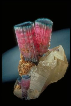 Amazing natural crystal formation ~ Houston Museum of Natural Science, Cullen Hall of Gems and Minerals (photo credit: Houston Convention and Visitor's Bureau)...
