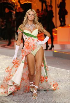 2008 Victoria's Secret Fashion Show - Runway