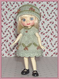 Amelia Thimble Dolls Green Holly Dress and Hat by JCsTinyTreasures