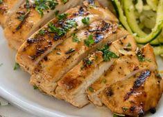 La recette de poulet grillée la plus facile à faire sur le BBQ! Mets, Healthy Dinner Recipes, Salad Recipes, Chicken Recipes, Grilling, Bbq, Pork, Food And Drink, Cooking