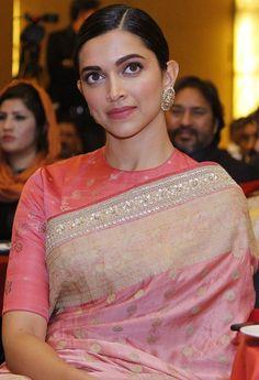Peach Color Saree, Peach Saree, Sari Blouse Designs, Fancy Blouse Designs, Blouse Patterns, Deepika Padukone Saree, Deepika Padukone Hairstyles, Deepika In Saree, Benarsi Saree