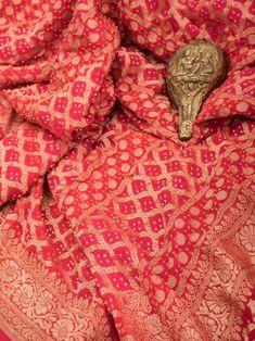 Pure Georgette Sarees, Banarsi Saree, Handloom Saree, Red Saree Wedding, Bandhini Saree, Saree Designs Party Wear, Katan Saree, Weave Shop, Wedding Shopping