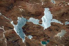 Des lacs gelés des Andes, le 12 décembre 2016.  Crédit : Thomas Pesquet / ESA/NASA