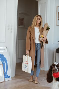 This Fall Outfit Is Perfect for Running Errands In Style — Camel Coat, Raw-Hem Jeans, and Beige Ballet Flats Source by errands outfit Winter Fashion Outfits, Look Fashion, Stylish Outfits, Autumn Winter Fashion, Fall Outfits, Fall Fashion, Dressy Outfits, Fashion 2020, Fashion Tips