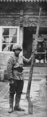 Japanese soldier with a strange rifle captured from the Chinese called ´´gingal``