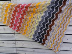 Lankaterapiaa: Syksyn värejä - True Colors Shawl by Melanie Berg