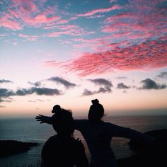 Best friends, along with the wide wide ocean Best Friend Pictures, Friend Photos, Best Friend Goals, Best Friends, Friends Image, Photographie Portrait Inspiration, Pretty Sky, Beautiful Sky, Foto Pose