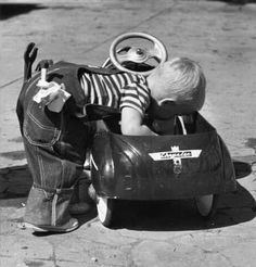 Very Cool Kiddie Cars Vintage Children Photos, Vintage Pictures, Cute Pictures, Bmw Autos, Kids Ride On, Pedal Cars, Black And White Pictures, Old Toys, Vintage Photographs