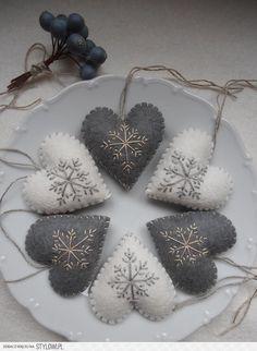 Świąteczne zawieszki  - serduszka (filc)