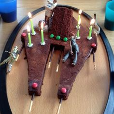 Gâteau star wars - Star Wars Cake - Ideas of Star Wars Cake - Gâteau star wars Star Wars Food, Lego Star Wars, Star Wars Party, Star Wars Cake Toppers, Blackberry Cake, Lego Cake, Star Wars Birthday, Birthday Cake, Cake Trends
