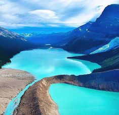 One of the world's most beautiful lakes: Berg Lake Mount Robson Provincial Park in British Columbia, Canada Places To Travel, Places To See, Travel Destinations, Travel Tourism, Travel Agency, Dream Vacations, Vacation Spots, Parque Natural, Photos Voyages